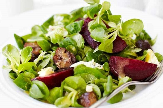 Salads and green vegetables for weight loss