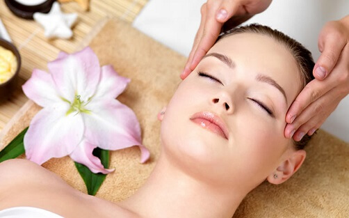 facial-massage to look young